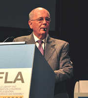 Winston Tabb speaking at the IFLA Annual Conference in Milan