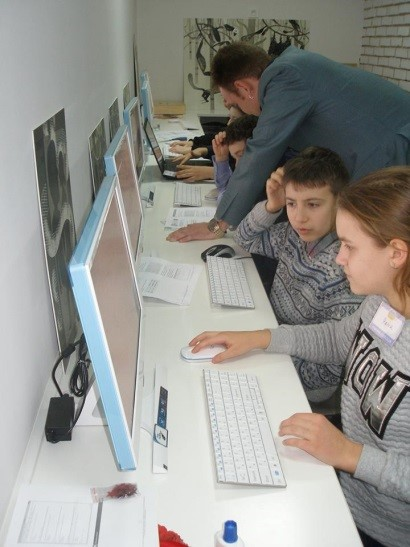 Children in Ukraine learning about safer internet use