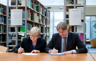 Claudia Lux and Jürgen Boos signing