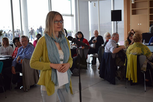 Ulla Pötsönen, Chair of the IFLA Libraries for Children and Young Adults Section, asks a question during the open mic session