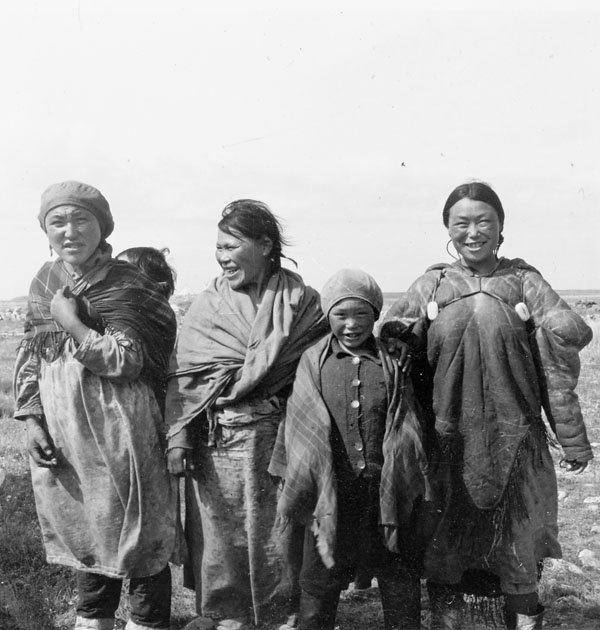 Group of Inuit Women, http://collectionscanada.gc.ca/pam_archives/index.php?fuseaction=genitem.displayEcopies&lang=eng&rec_nbr=5034108&title=A+group+of+Inuit+women+and+children+at+Eskimo+Point+%28Arviat%29+%5B1st+on+left%2C+Arloonaaq%2C++3rd+from+left+Aumow+%28could+also+be+Aumauk%29%2C+4th+Anita+Iblauk%2C+5th+Theresa+Angmak%5D++++&ecopy=e006609839-v6