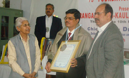 Dr. Dinesh Gupta receiving the 2010 Ranganathan-Kaula Award