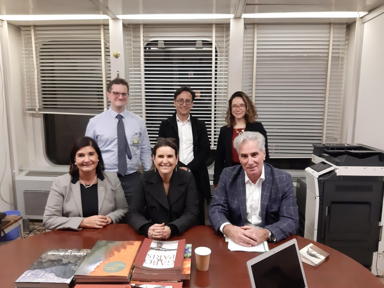 Former IFLA President Glòria Pérez-Salmerón (front left), Secretary General Gerald Leitner (front right) and Policy & Advocacy Manager Stephen Wyber (back left) with CERLALC members.